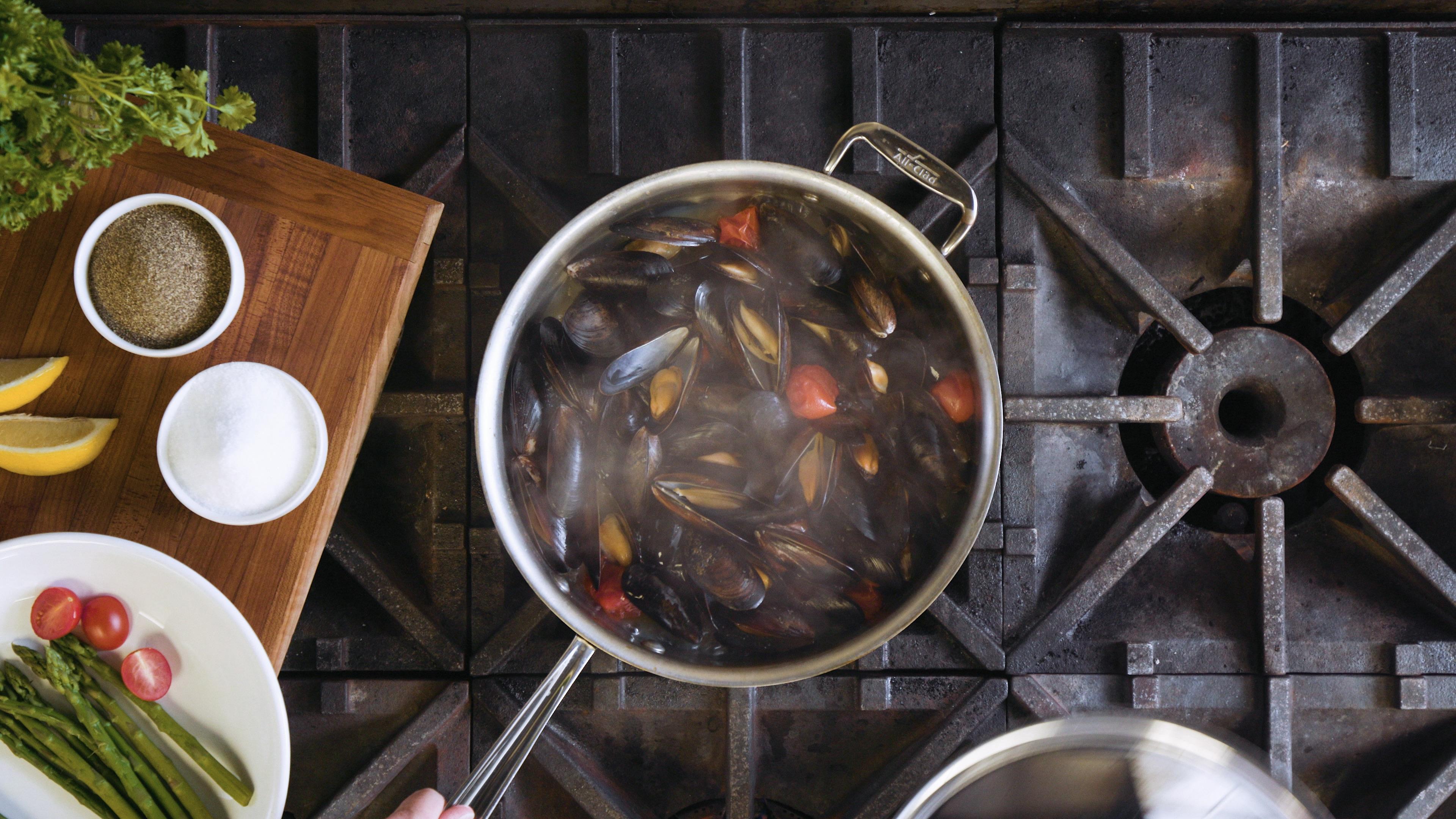 Pot of Food 03 (PNG)
